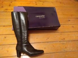 Black leather boots size 5 - Womans