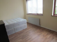 LARGE DOUBLE ROOM TO RENT IN A HAINAULT * IG6 3EW *** NO DEPOSIT REQUIRED