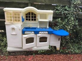 PRICE REDUCED BARGAIN Little Tikes Country kitchen