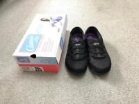 Skechers Classic Size 7 with Air-Cooled Memory Foam RRP £69 (From Smoke & Pet Free Home)