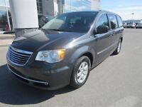 2011 Chrysler Town & Country Touring - Dual DVD Players