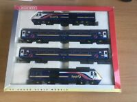 HORNBY OO GAUGE R2299 FIRST GREAT WESTERN HST TRAIN PACK + 2 Extra Matching Carriages