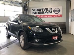 Nissan Rogue sv alloys and panoramic sunroof 2015