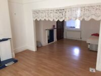 I LOVELY VERY LARGE 4 BEDROOM HOUSE IN THE HEART OF CHINGFORD