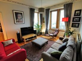 Bright & well presented two bedroom flat on Leith Walk. Available until April 2022