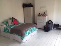 Kensal Green: Large bright room,in houseshare