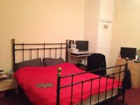 Large Double Bedroom available in a 3 bedroom house, £260pcm bills excluded(27.02-27.07.2017)