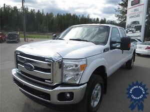 2015 Ford Super Duty F-350 SRW XLT 4WD Crew Cab Long Box Truck