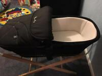 Luxury silver cros carrycot and stand £20