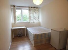 **LOVELY DOUBLE ROOM AVAILABLE ONLY 6MINS BY WALK TO LIMEHOUSE STATION ON TFL**