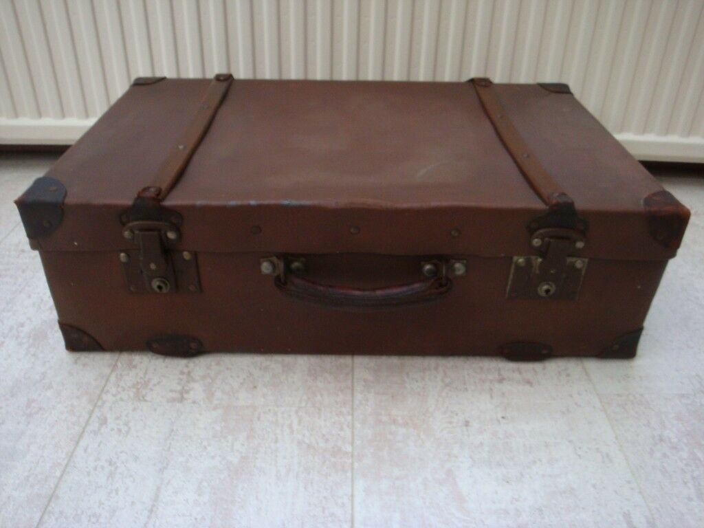 VINTAGE RETRO TAN SUITCASE WITH METAL CORNERS