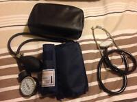 Sphygmomanometer with stethoscope