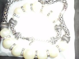 LADIES NECKLACE AND BRACELET SET