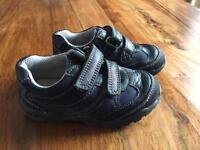 Clarks light shoes size 6F - like new!