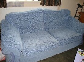 3 seater settee and matching chair ex cond bargain