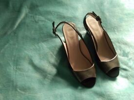 Ladies Lotus brand shoes. Size 5. Two tone black and pewter