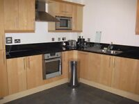 **Double room to rent in flat share apartment in Canary central **