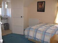 Ensuite double room in Beeston, Dewsbury road close to white rose Centre & leeds centre Low Deposit