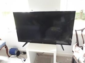 """43"""" LCD LG Smart tv (with a cracked corner)"""