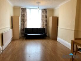 Large Ground Floor Studio Flat In Palmers Green, N13, Local to Train Station, Great Location