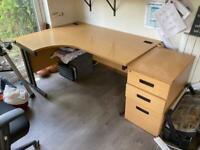 Corner desk with draws