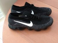 Nike Vapormax in Black size 9, bargain!