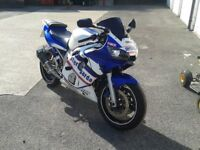 Yamaha r6 Blue/White 1999 Great Looking bike Sat in Garage last 2 years No M.O.T/Tax