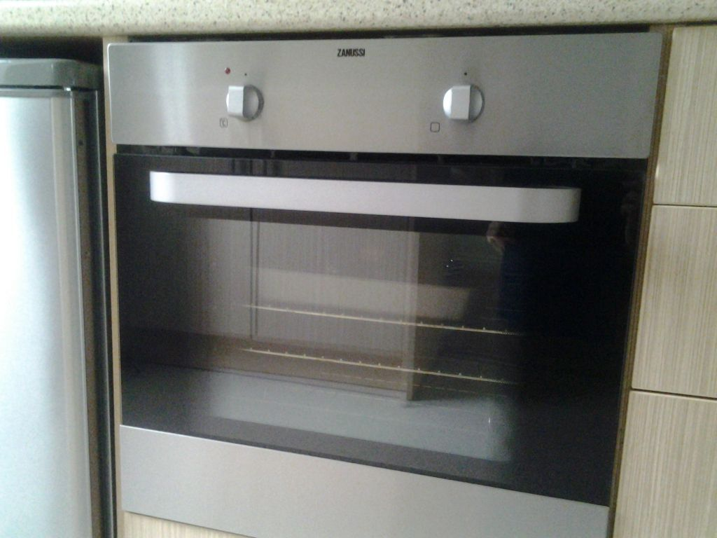 Oven Built In Zanussi Silver 2 Years Old 163 80 In Leeds