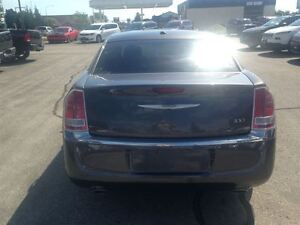 2013 Chrysler 300 Touring *LEATHER HEATED SEATS* Kitchener / Waterloo Kitchener Area image 3