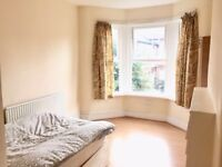 *PROPERTY TO SHARE* Bright Double Room On TURNPIKE LANE