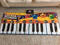Giant piano toy