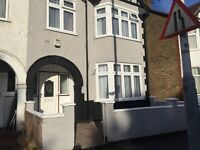 NEWLY REFURBED 4 TO 5 BEDROOM SEMI DETACHED HMO HOUSE TO LET IN UXBRIDGE FOR £1800