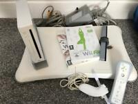 Nintendo Wii - fit board - 2 Games and controller