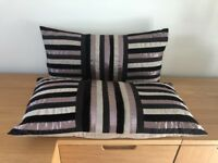 Set of 2 cushions in shades of brown