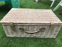 Wicker picnic basket 4 person vintage style