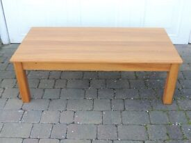 Light oak coffee table. Excellent condition