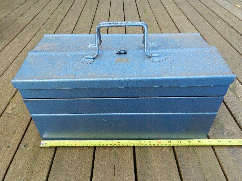 Metal 4 tier cantilever toolbox 43cm (17 ins long) x 20cm (8 ins) wide x 18cm (7 ins) high.