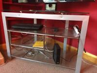 Glass/metal tv stand