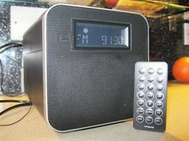 IPOD DOCKING STATION AND RADIO BY POLAROID