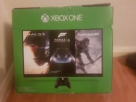 XBOX ONE (500 GIG ) BLACK, WITH TEN GAMES, DUAL GAMEPAD CHARGER, 2 PADS, ALL BOXED