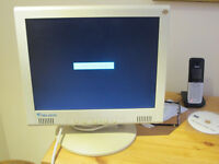 "15"" Flat Screen LCd Multimedia Monitor"