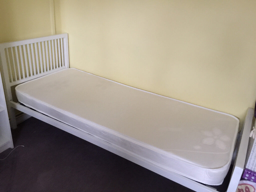 Single Bed with Mattress (fairly New)