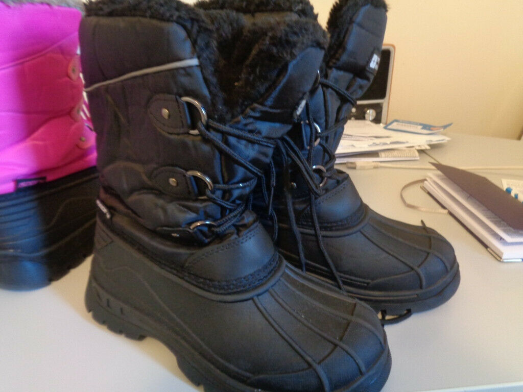 60a05cd94 Mountain Warehouse branded Snow Boots, brand new, never been worn