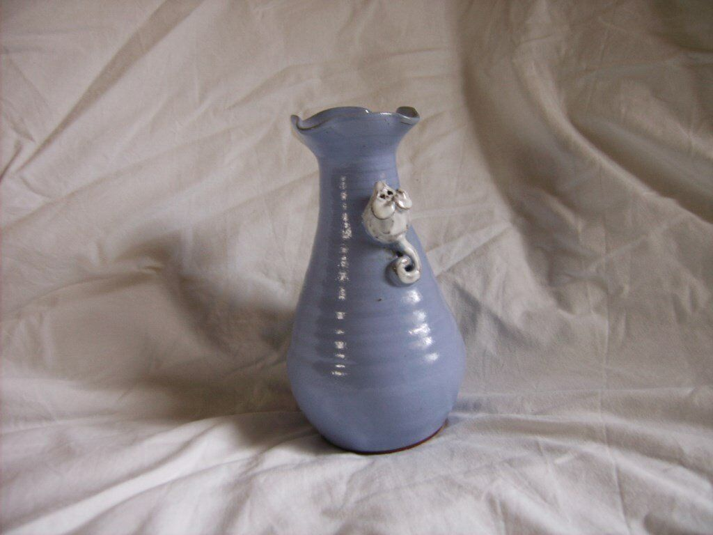 Blue vase with mouse
