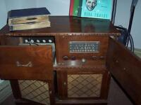 ANTIQUE ROGERS MAGESTIC RADIO/RECORD PLAYER