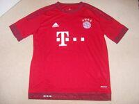 Bayern Munich Home Football Shirt with 23 Vidal on the back