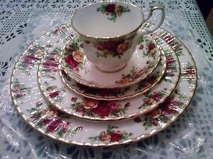 ROYAL ALBERT OLD COUNTRY ROSES- ENGLAND/  5 PIECES PLACE SETTING