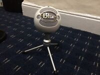 BLUE SNOWBALL ICE MICROPHONE WITH ARM STAND AND POP FILTER AND ORIGINAL GREY STAND