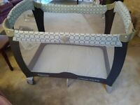 Graco Contour Electra Travel Cot with Bassinet (Excellent Condition)