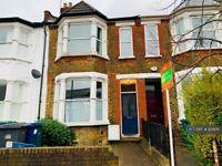 3 bedroom house in Long Lane, London, N2 (3 bed) (#834141)